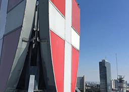Wiener Wappen samt Montage auf einem Hochhaus